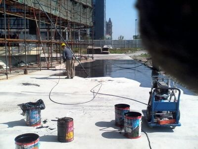 AIRLESS-SPRAYING-FOR-waterproofing-polyurethane-paint
